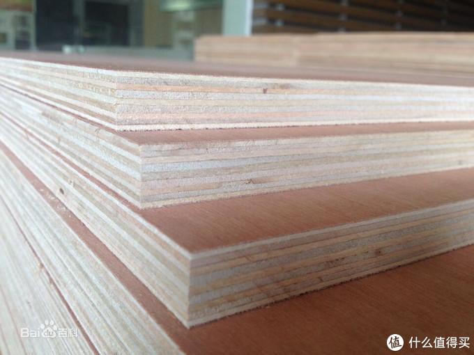 多层实木板常用于整木定制的基材,用料实在,变形系数相较于颗粒板、密度板会更高