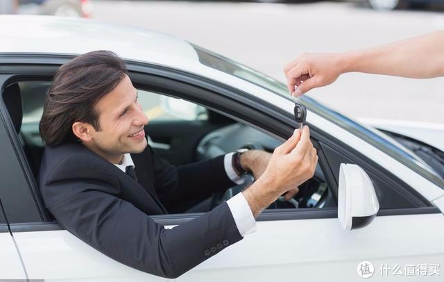 借朋友的新车开发生了碰撞,朋友不肯走保险要我赔新车,合理吗?