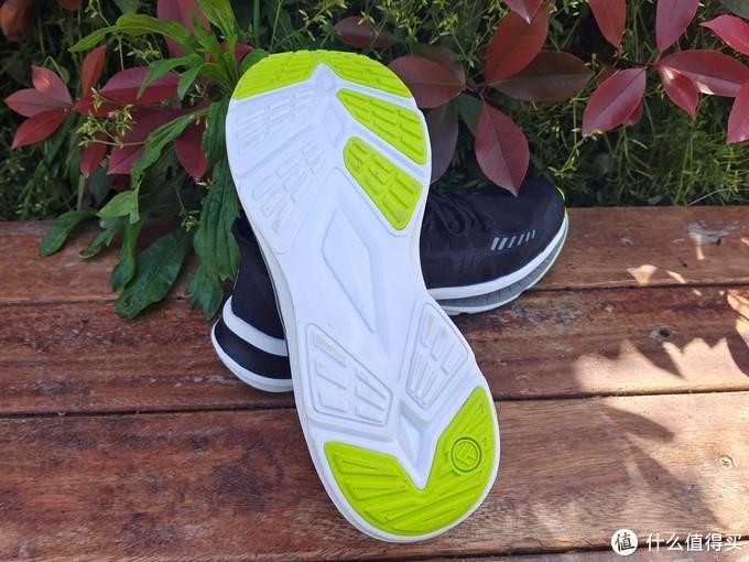 FREETIE轻云缓震竞速跑鞋,为竞速而生