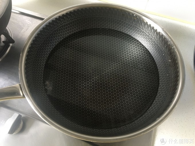 煮鹌鹑蛋时,冷水下锅还是开水下锅是关键,用对水半小时剥三斤