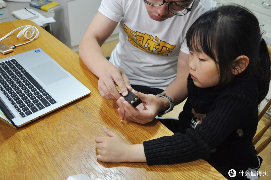 小学生学编程到底有没有用?1年级的女儿和爸爸在一起的造物编程分享!