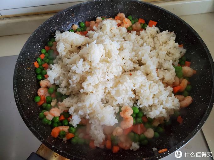 百吃不厌的-----凤梨虾仁炒饭