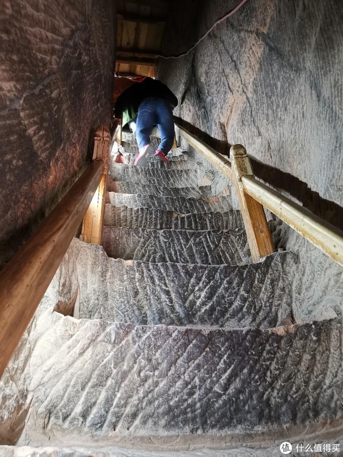几乎是直上直下的阶梯
