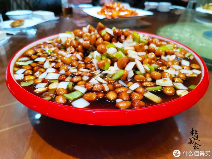 朋友聚餐,10人12菜4盘水饺花了500,网友直呼太实惠