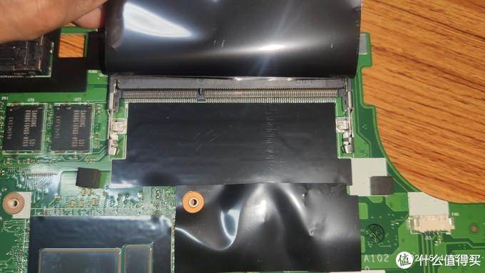 4GB是板载的,另外主板预留了一个DDR3L的内存插槽,低电压版