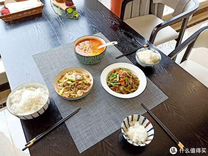 午餐只有3个菜,走红朋友圈,网友:厨房热气腾腾,生活蒸蒸日上