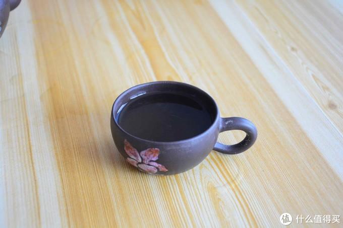 杯子所限也拍不出来茶汤的颜色,实际看第一泡的时候发绿