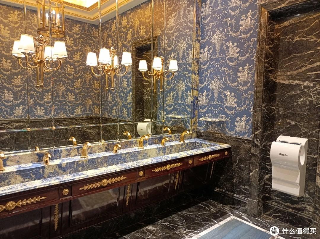 厕所都很豪华