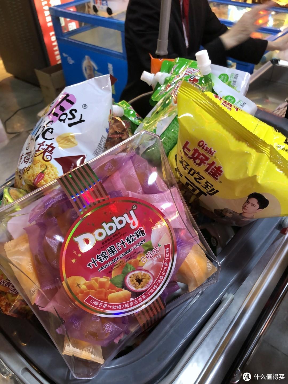 超市买得很开心,这个糖好吃,安利