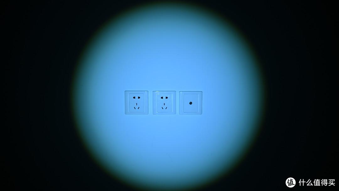 据说能照300米 - 极峰强光变焦手电筒入手简晒