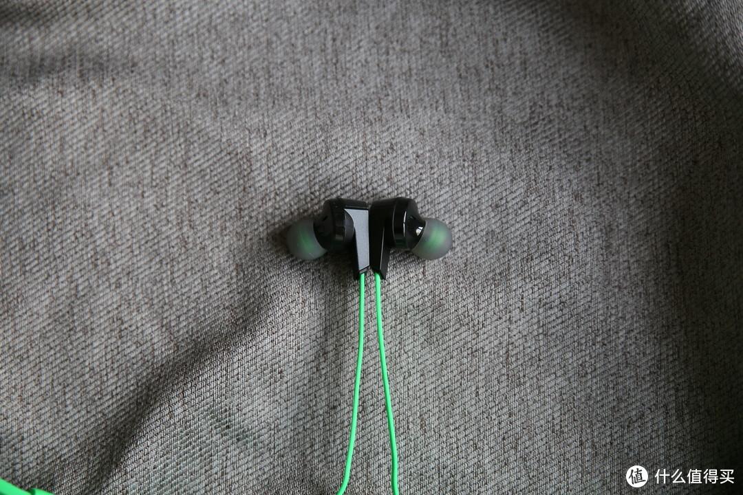 手感和音质的双重顺滑-黑鲨冰封散热背夹2 Pro+黑鲨圈铁版游戏耳机简单试用评测