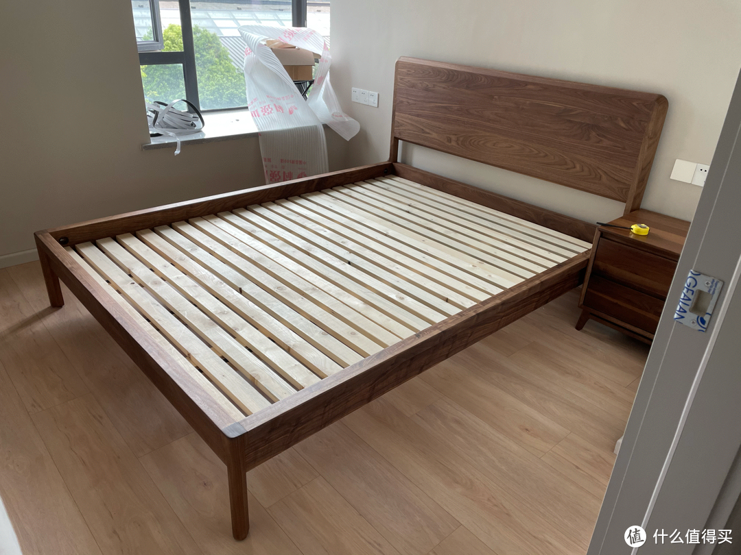相比之前买的床头柜整材用的很好.