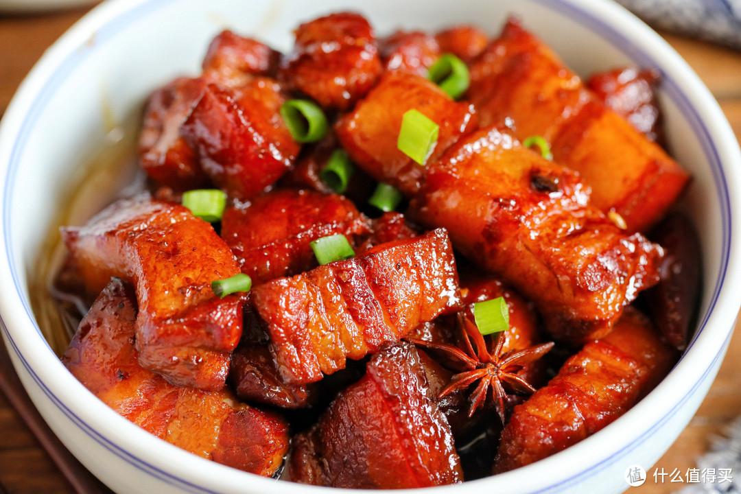 少油版红烧肉,颜色红润,入口即化,怎么吃也不油腻,配上米饭太香了