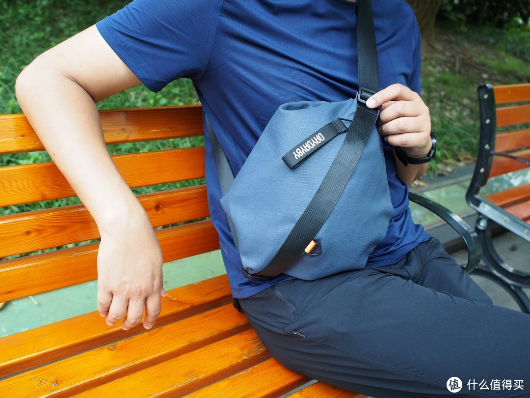 DAYDAYBY多用胸包:横竖斜挎,满足多场景应用