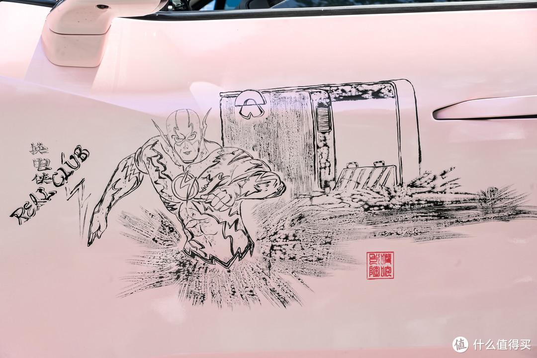 有个车主画的车身彩绘,可太有才了,不像我,只会吃