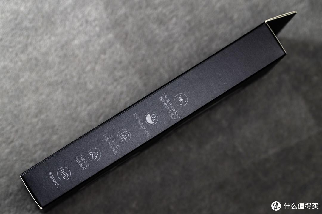 盒子的另一侧也标了5个卖点,这10个功能就是这款手环最大的特点。