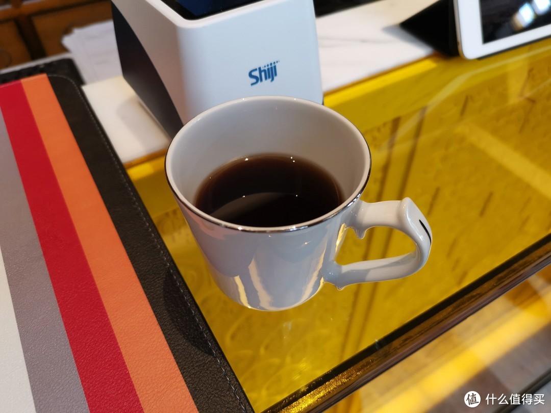 酒店的姜茶好好喝,我喝了好几杯