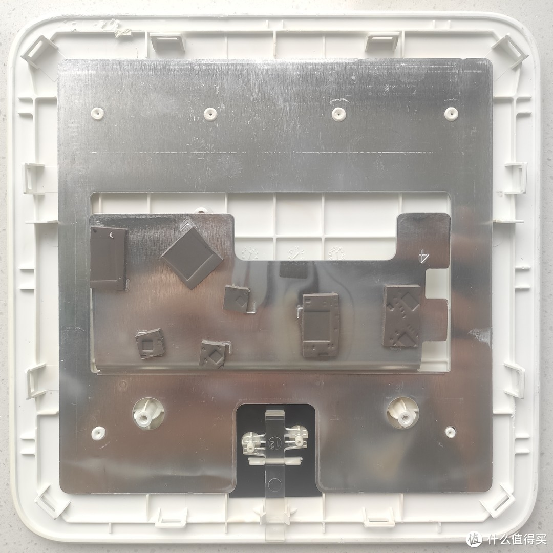超大块散热铝板+散热硅垫,还起到屏蔽罩的作用