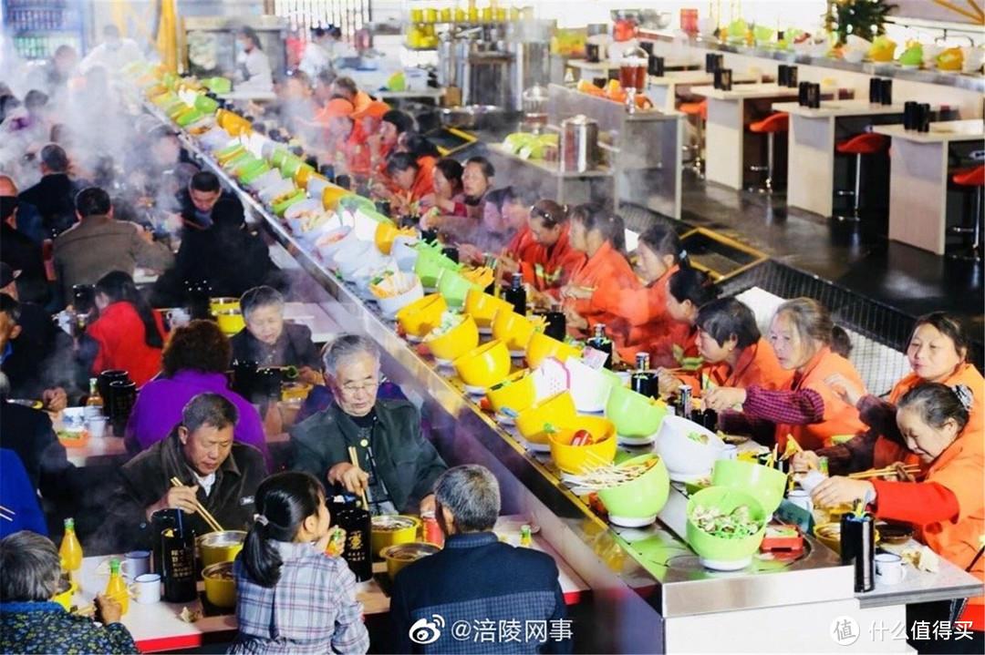 重庆洋人街商家五一涨价1元,被罚款1000元,网友:最良心景区!