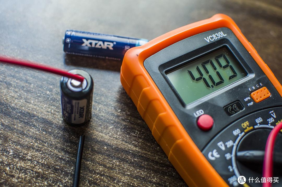 别整复杂了,我就想简单轻松把电池充满:XTAR FC2双槽充电器