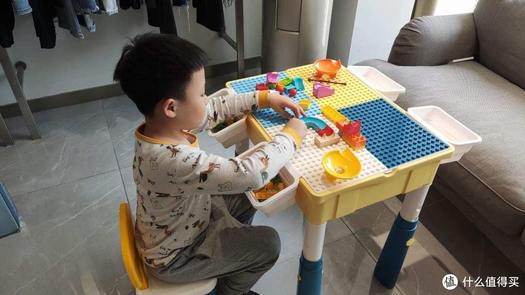 寓教于乐,一桌多用—多功能积木学习桌