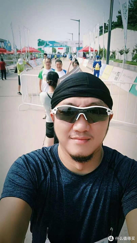 其实拍照是之前跑马拉松的,疫情后参加拍的照片我懒得翻网盘了!