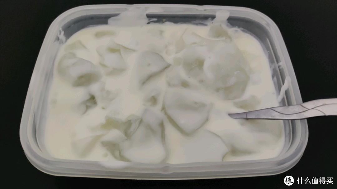 夏天最简单的快乐——酸奶冰粉。