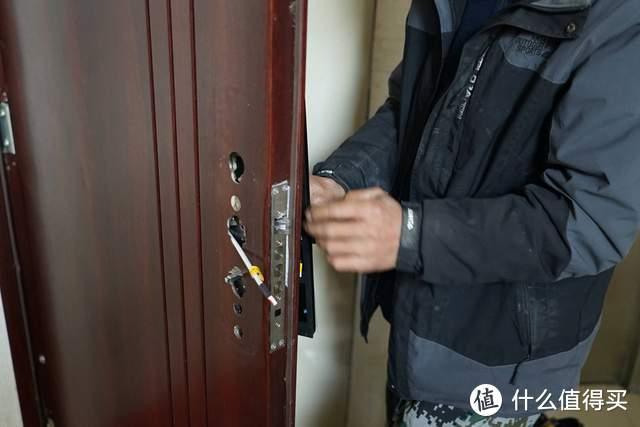 华为智选VOC智能门锁S:多种开锁姿势,出行更自由