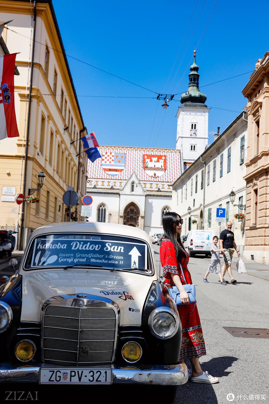 差不多所有到过萨格勒布的人都和这个车拍过合影吧,这样说来这个奔驰也是世界上合影最多的车吧