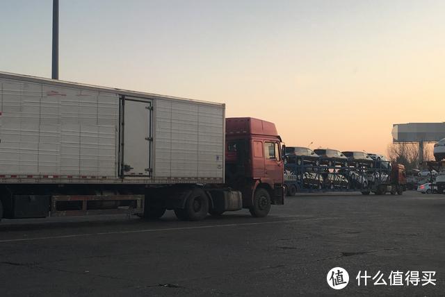 私家车觉得大货车不遵守交通规则,更是危险之源,事实到底如何?