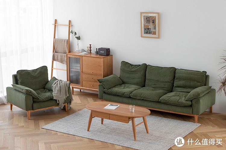 小半家的沙发。其实选择上也是有讲究的,坐深、选材。支撑的方式,以及外观。后续会详解(大概)