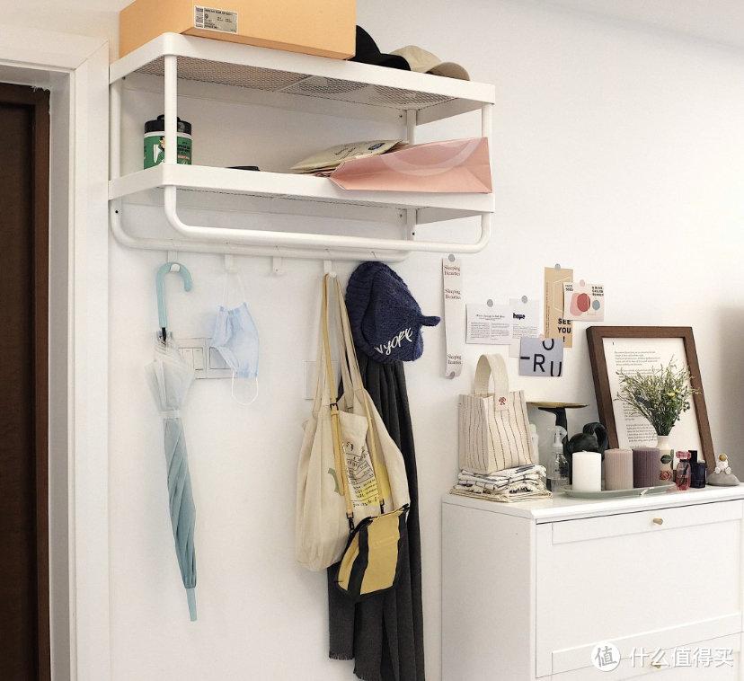 这对夫妻太有远见,把次卧和客厅打通,清爽开阔,日子过得简单舒适