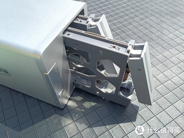 【季节桌面好物第一期】铁威马F2-221NAS网络存储体验,小白也能上手的生产力神器!