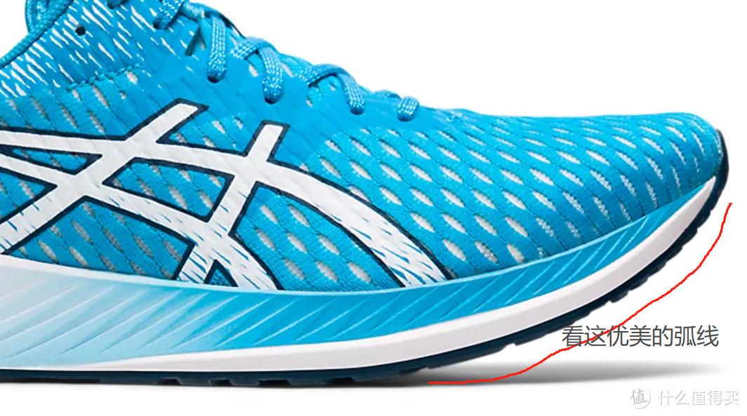 9成性能、3折价格,这双全新跑鞋,让亚瑟士的碳板跑鞋无比尴尬