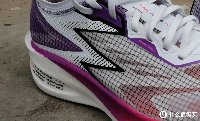 千呼万唤始出来:361°的最新作,可能是今年最稳重的碳板跑鞋