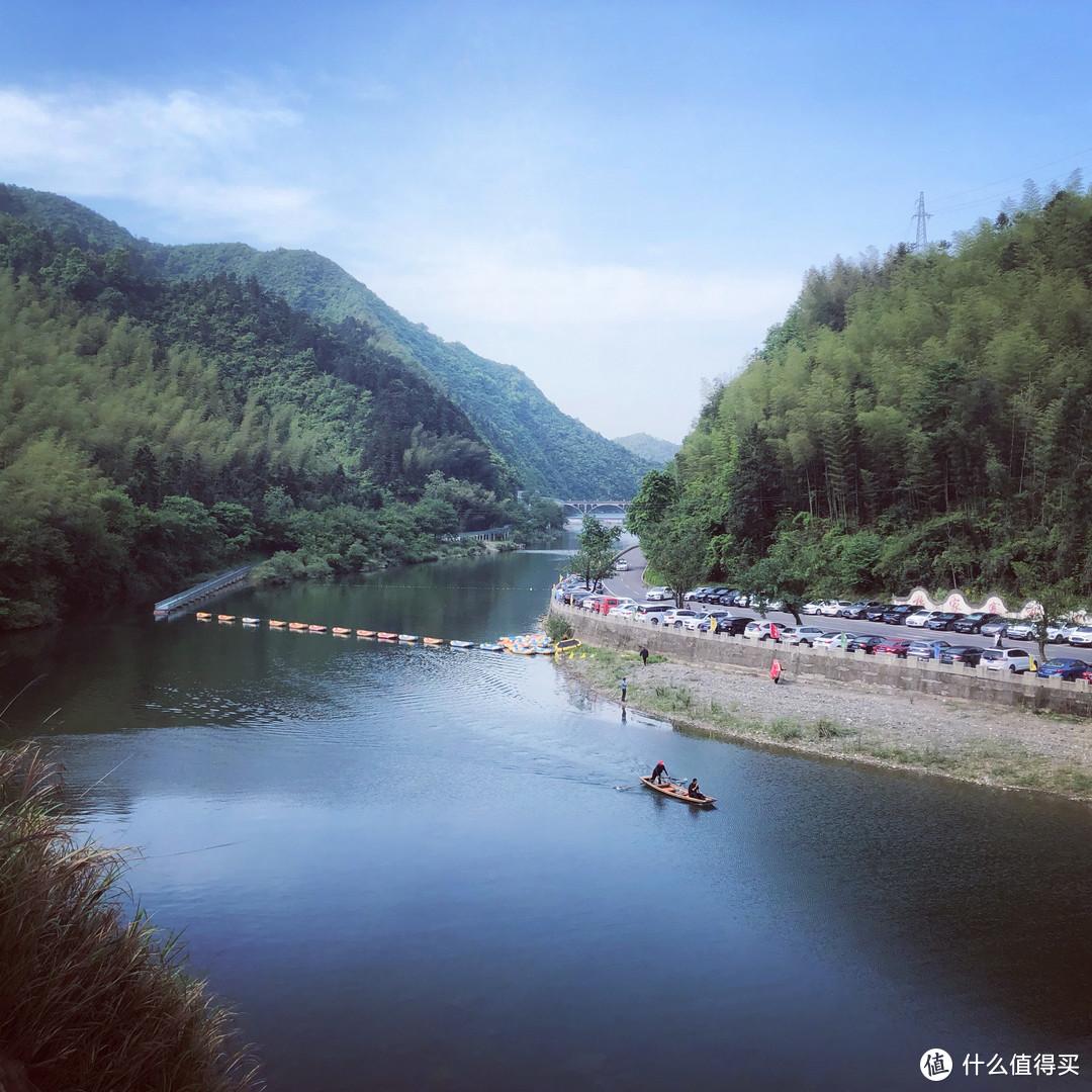 经过一个叫杨家寨的地方,山水不错