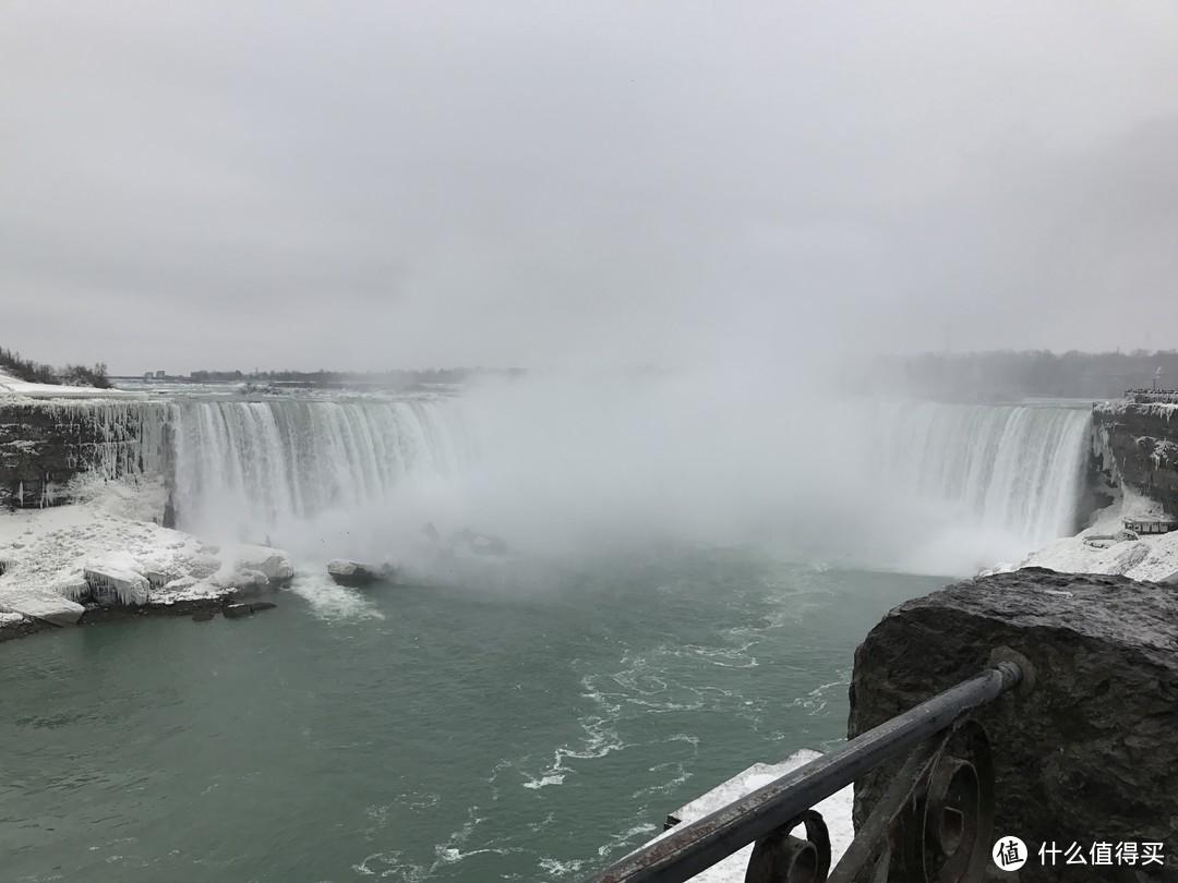 寒冬时节的马蹄瀑布
