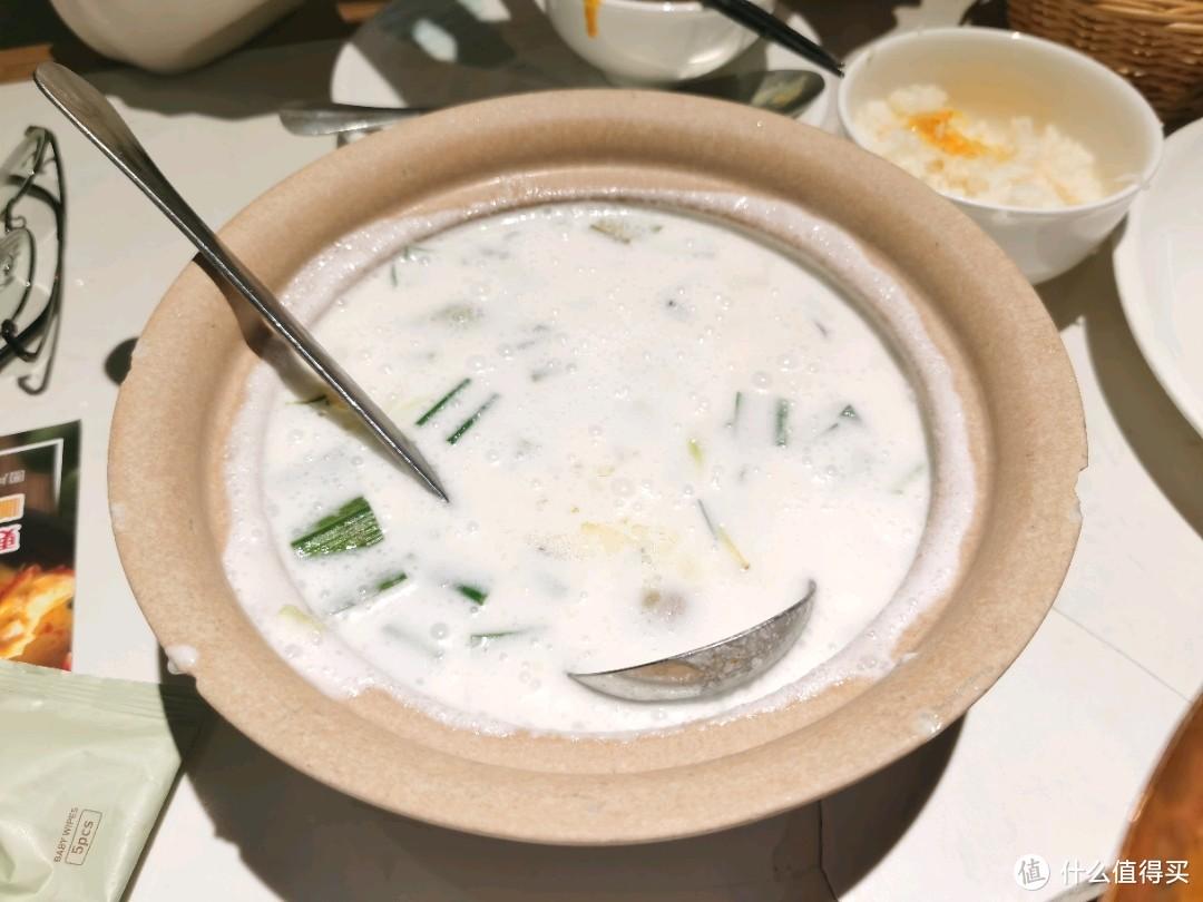 夏天就要来点酸辣开胃的菜,泰国菜就很合适,泰岛普吉天堂可以了解一下