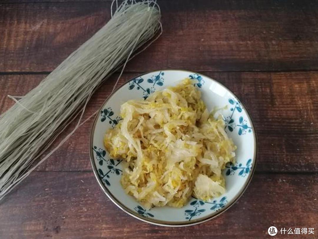 东北的酸菜,到底都有哪些营养价值?惹得人们冬天都会1缸缸的腌