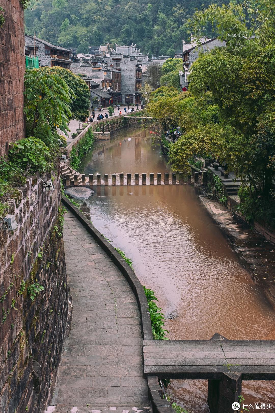 阜城门下的小河