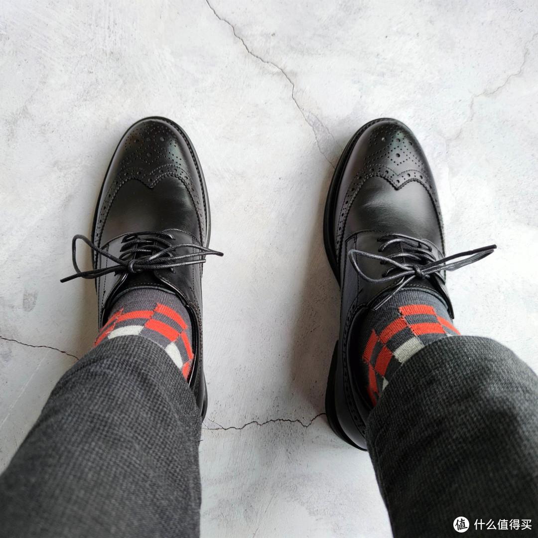 通勤路上,礼貌而不失优雅的皮鞋和皮带,关键还不贵!