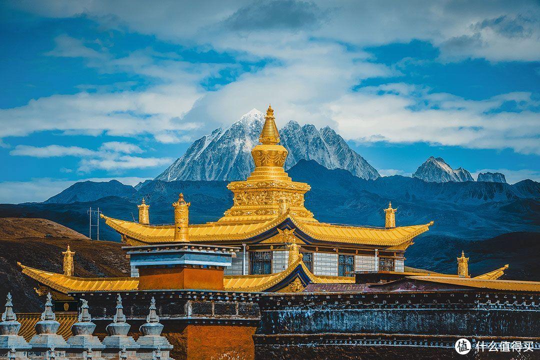 塔公寺距今有一千多年的历史,是康巴地区藏民朝拜的一个重要圣地