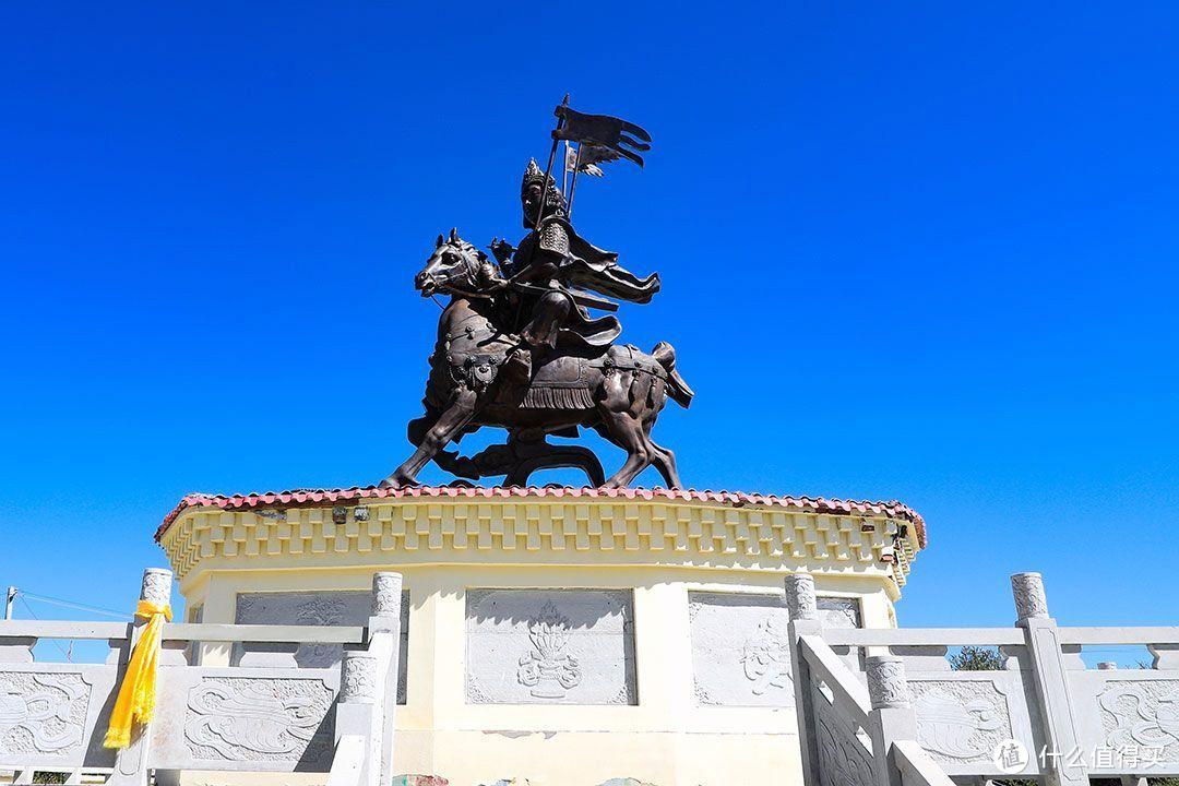 格萨尔王雕塑