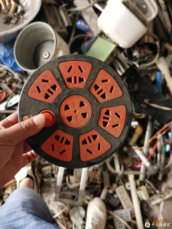 插线板,看着不错,开关是坏的,家里也挺多插线板了 最后没要