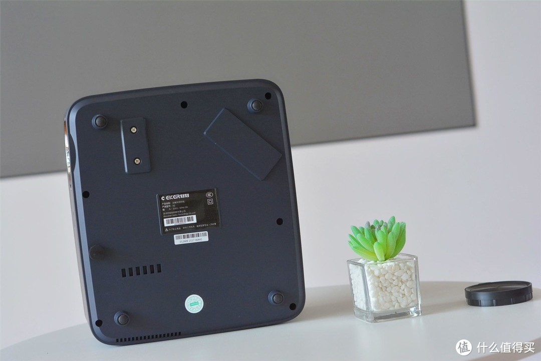 """国产刻刻推出""""新款LED投影"""":900ANSI够用吗?白天开窗实测"""