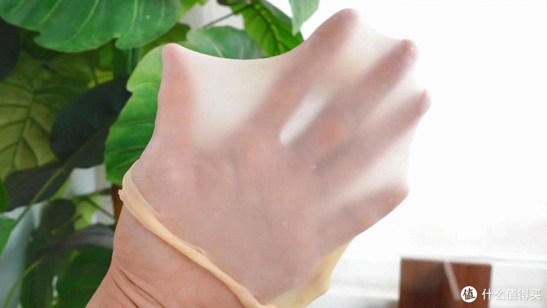 椰蓉软排包,吃起来非常柔软,伴着浓浓的奶香和椰蓉香