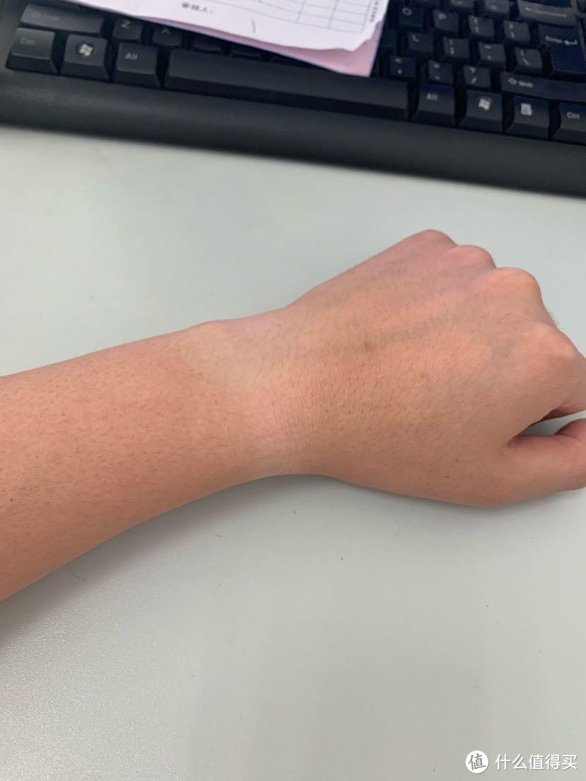 这个手腕有点小,表形状有点怪