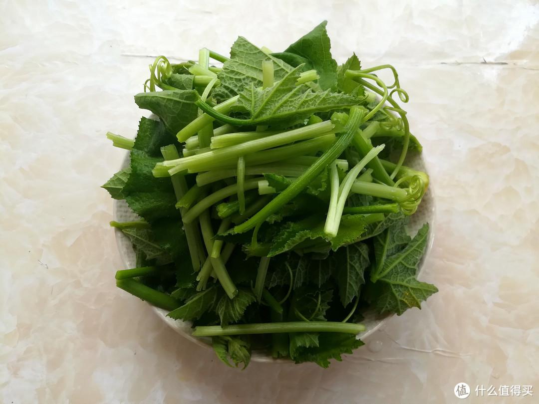 """北方的喂猪菜,却是南方人爱吃的""""长寿菜"""",简单一炒比肉还好吃"""
