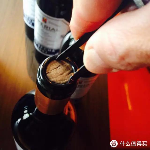 如何以正确的方式打开一瓶老酒