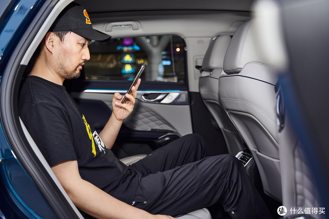 小WEY!来杯摩卡 智能汽车人让城市通勤更轻松自如